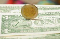 Банки перестали снижать доходность валютных вкладов